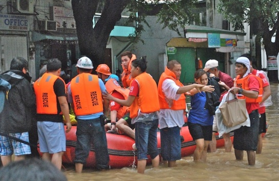 Rescuers help villagers evacuate in Provident Villages during Habagat flooding with help from American donors. NJ Viehland Photos.